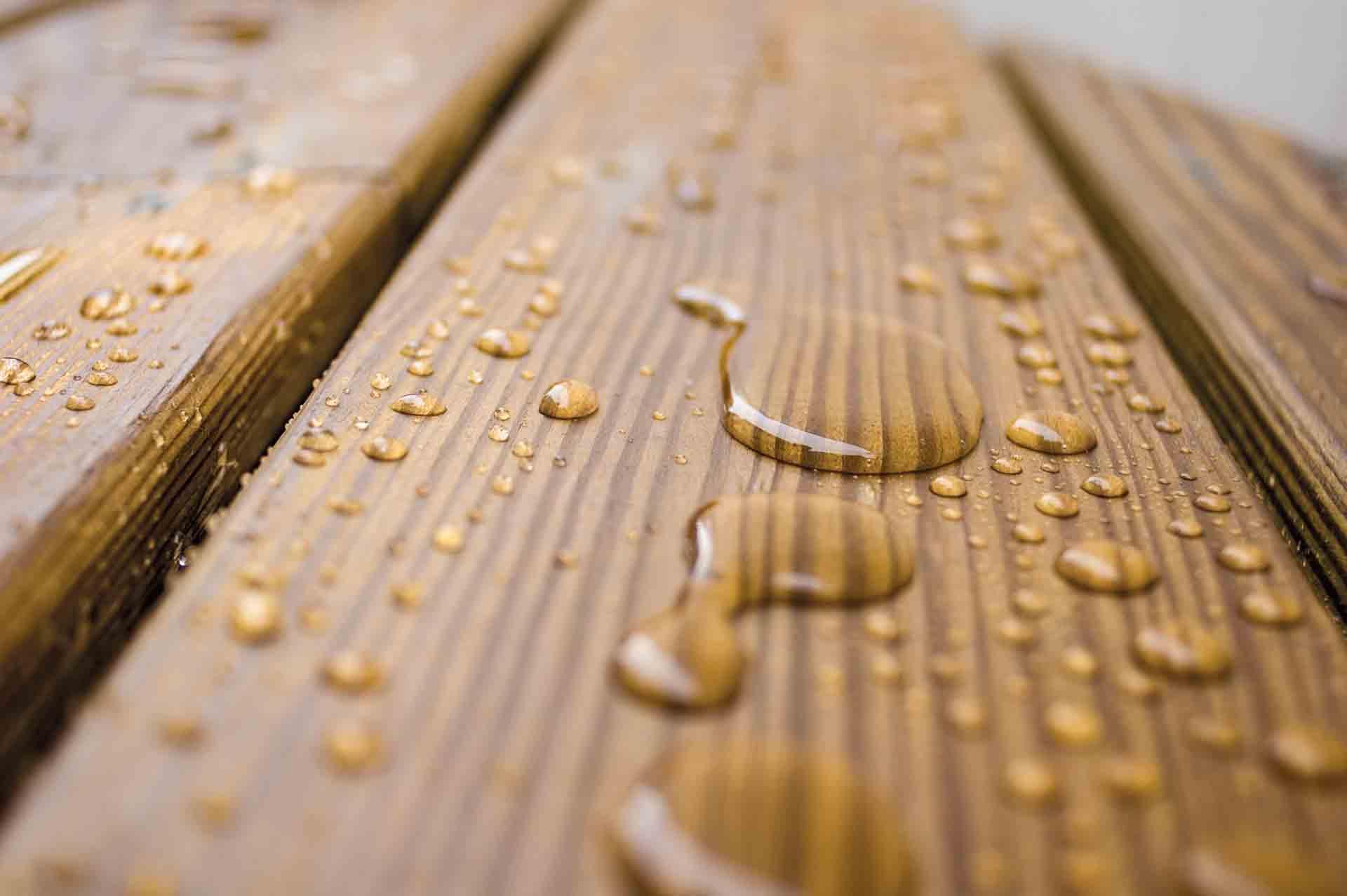 Lasierender Holzschutz